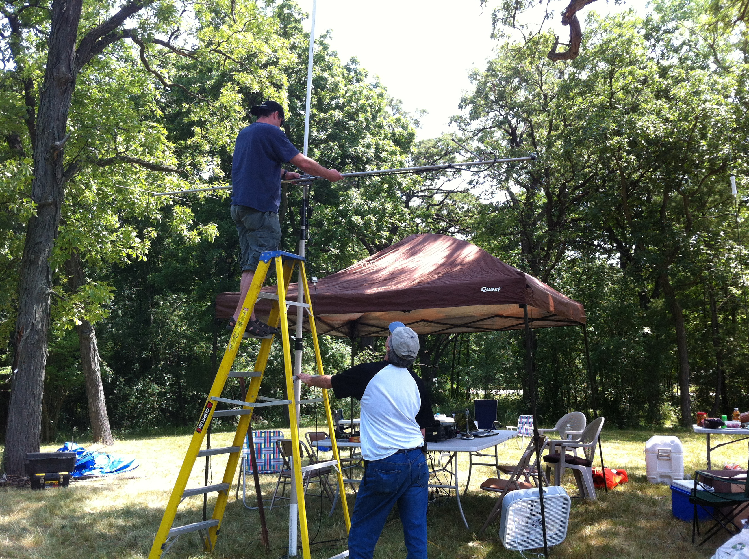 Setting up our 2 meter and 440 antennas on an empty field SUHFARS Field Day ...